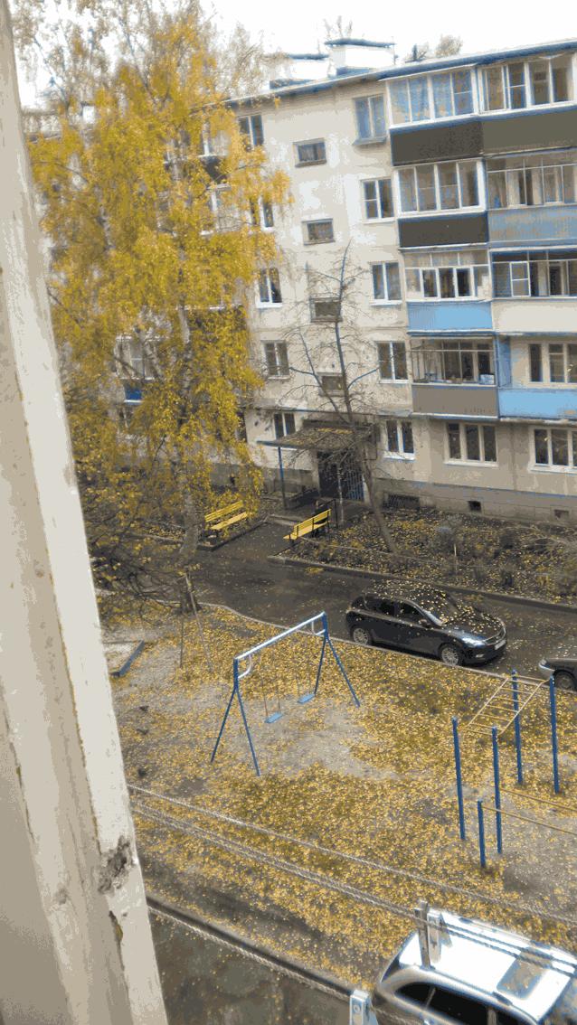 балкон вид на двор и соседний дом
