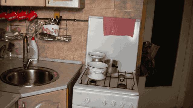 кухня газовая плита перемещена к дрери