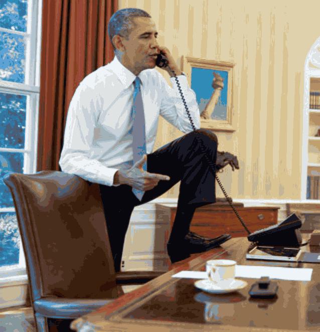 Обама у телефона