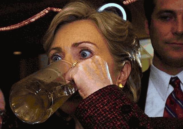 Халлари пьет пиво